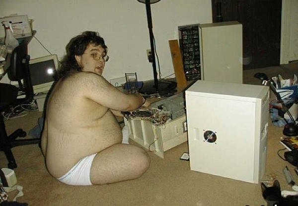 fat-nerd-fixes-computer